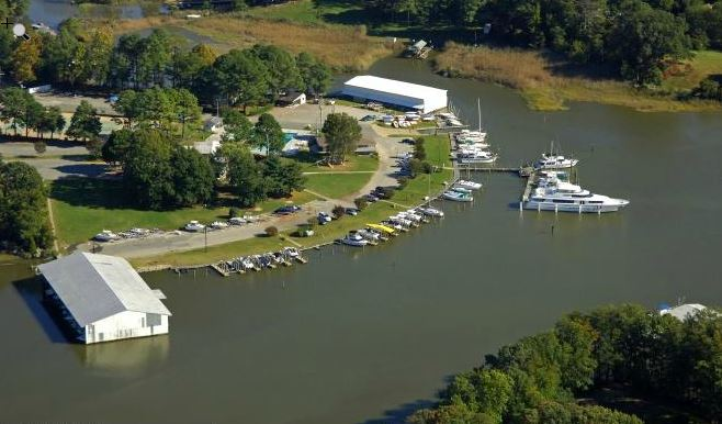 http://marinas.com/view/marina/4542_Warwick_Yacht_%26_Country_Club_Newport_News_VA